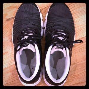 Black Nike Training